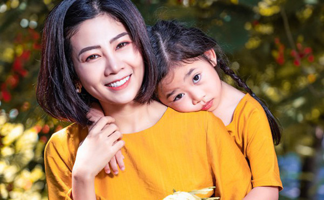 Đau lòng hình ảnh con gái cố diễn viên Mai Phương bên linh cữu - hỏi mẹ: Mẹ đi chừng nào về?